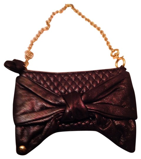 Preload https://img-static.tradesy.com/item/1280830/juicy-couture-gifting-clutch-evening-black-with-gold-shimmer-leather-clutch-0-0-540-540.jpg