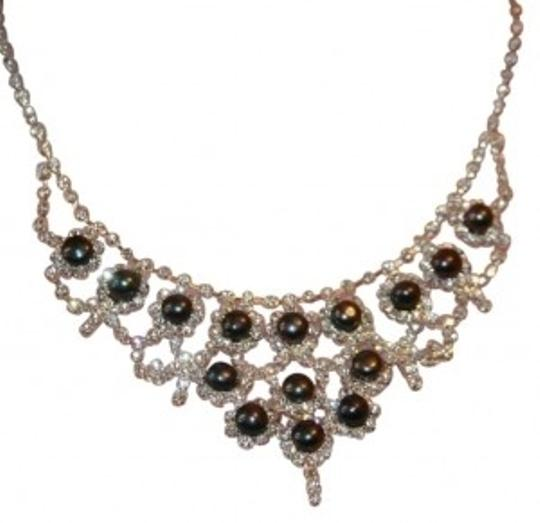Preload https://img-static.tradesy.com/item/128162/rhinestone-black-pearl-necklace-0-0-540-540.jpg