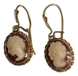 14K YELLOW GOLD CAMEO EARRING