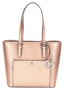 2216da678dce Michael Kors Tote in Ballet. Michael Kors Jet Set Item Medium Snap Pocket  ...