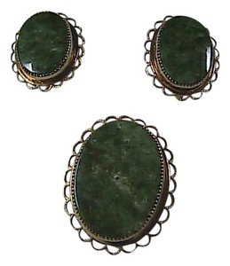 Vintage 14k GF AMCO Jade Brooch & Screw Back Earrings Set