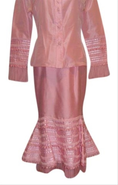 Preload https://item5.tradesy.com/images/pink-2-pc-skirt-suit-size-6-s-1283074-0-0.jpg?width=400&height=650