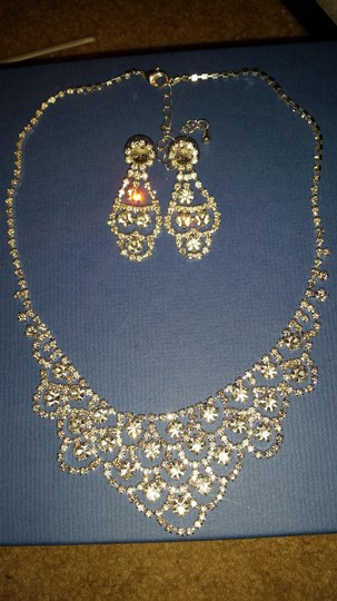 Preload https://item1.tradesy.com/images/na-silver-crystal-scalloped-necklace-and-earrings-1283170-0-0.jpg?width=440&height=440