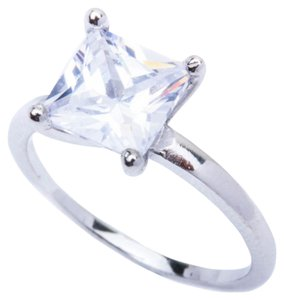 9.2.5 Gorgeous white topaz cocktail ring size 6