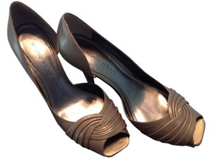 Antonio Melani Open Toe Size 8 Size 7.5 Gold Pumps