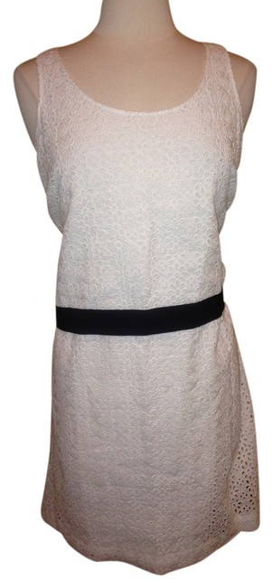 Preload https://item4.tradesy.com/images/sachin-babi-white-with-black-knee-length-short-casual-dress-size-6-s-1284778-0-0.jpg?width=400&height=650