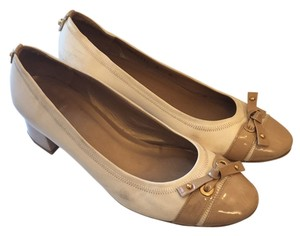 Stuart Weitzman Bow Tan White Pumps