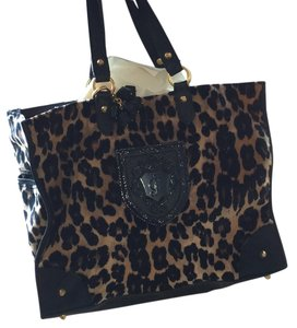Juicy Couture Satchel in leopard print