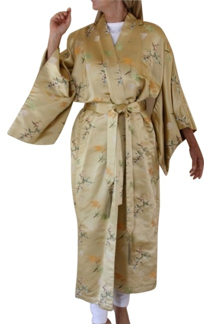 Preload https://item3.tradesy.com/images/neiman-marcus-pale-gold-with-embroidery-vintage-kymonofull-lengtha-beauty-trench-coat-size-6-s-1287122-0-0.jpg?width=400&height=650