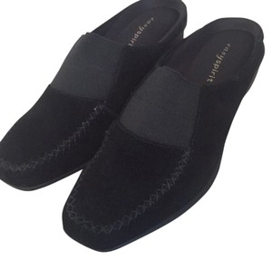 Easy Spirit Black Flats