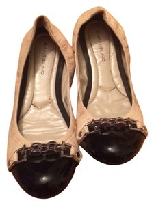Bandolino Cream & Black Flats