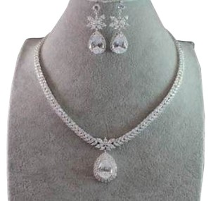 Teardrop CZ Crystal Necklace and Drop Earrings Set New Never Worn