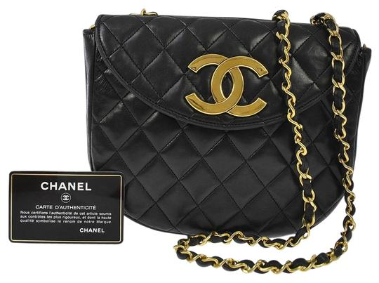 Preload https://img-static.tradesy.com/item/12896923/chanel-classic-flap-quilted-gold-cc-round-black-lambskin-leather-cross-body-bag-0-1-540-540.jpg
