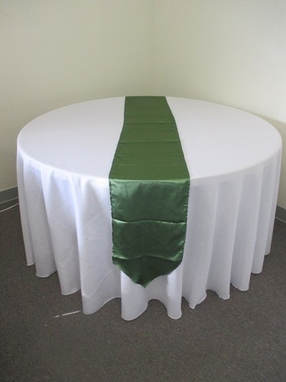 10 Clover Green Satin Table Runners