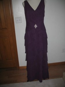 Montage Purple By Mon Cheri Formal Bridesmaid/Mob Dress Size 10 (M)