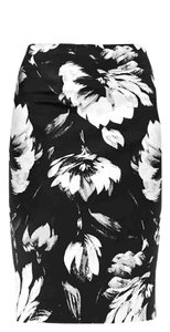 The Limited Print Slim Work Day Night Skirt Black/white Floral