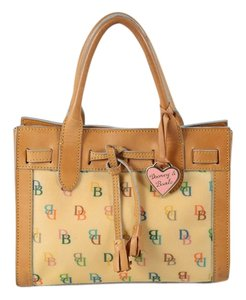 Dooney & Bourke Tote in Tan/Beige/Multi