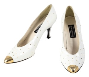 Stuart Weitzman White Leather Gold Studs Gold Toe Pearl White Pumps