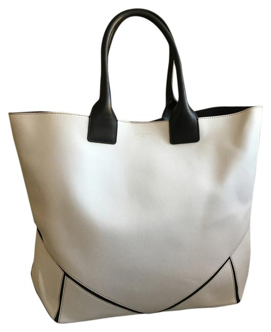 Item - Easy Medium White Lambskin Leather Tote