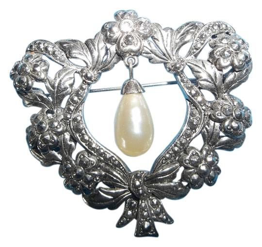 Other Antiqued Silver Finish Wreath w/ Pearl