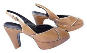 Miu Miu tan Pumps