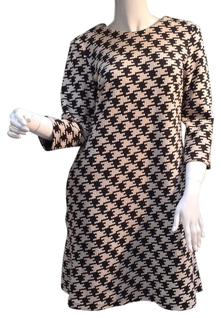 Preload https://item1.tradesy.com/images/taylor-above-knee-short-casual-dress-size-6-s-12906160-0-1.jpg?width=400&height=650