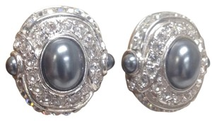 Replica Collection Replica Collection Oval Rhinestone Clip-on Earrings Gray Pearl Style Beads