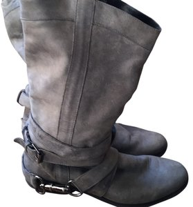 Steve madden gray leather boots style is