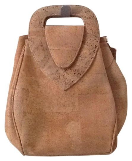 Preload https://img-static.tradesy.com/item/12908560/natural-cork-shoulder-bag-0-1-540-540.jpg