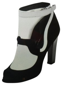 Rachel Roy Black/White Pumps