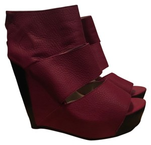 Messeca New York Raspberry and black Wedges