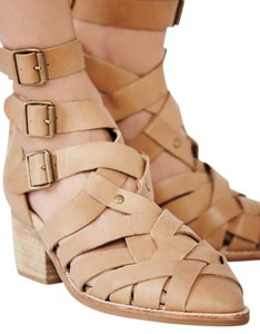 Jeffrey Campbell Hunts Point Natural Color Ankle Sz 9 2 1/8 Inch Heel Boots