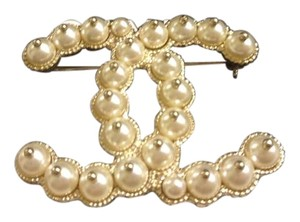Chanel Chanel Iconic Pearl Brooch