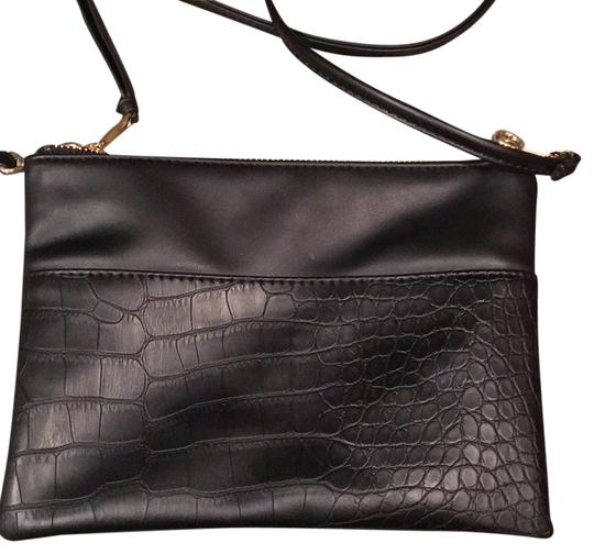 Preload https://img-static.tradesy.com/item/12920578/h-and-m-leather-black-polyester-cross-body-bag-0-1-540-540.jpg