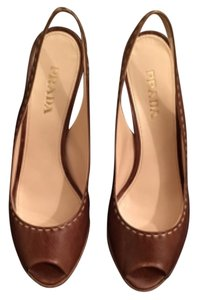 Prada Leather Classic Contrast Slingback Caramel brown with white stitching Mules