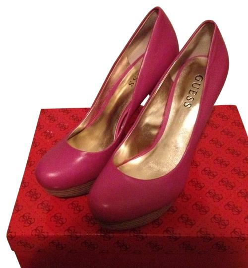 Guess pink Pumps