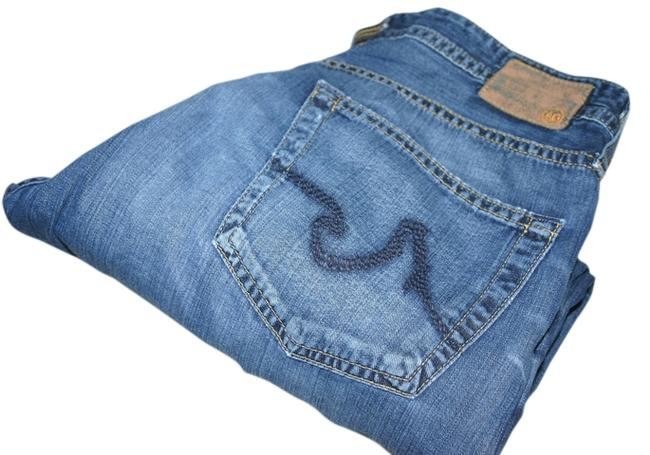 Item - Denim Medium Wash Relaxed Fit Jeans Size 31 (6, M)