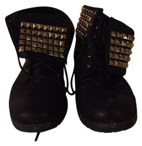 Michael Kors Black with gold studs Boots
