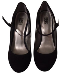 Trend Report Black Wedges