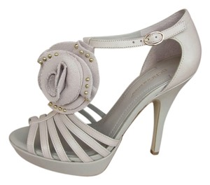 BCBGeneration Off White High Heels Peep Toe Beige Platforms