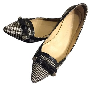 Ivanka Trump Black & white Flats