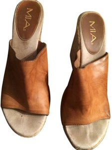 Mia Shoes Light Brown Wedges