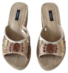 Xhilaration tan Sandals