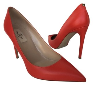 Valentino F28 Pumps