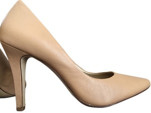 Banana Republic Highheels Tan Leather Classic Timeless Sexy Carmel (color code is Natural) Pumps