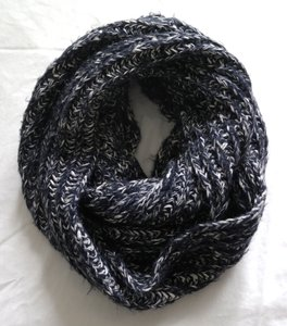 Urban Outfitters Urban Outfitters Cozy Infinity Scarf Wrap Knit