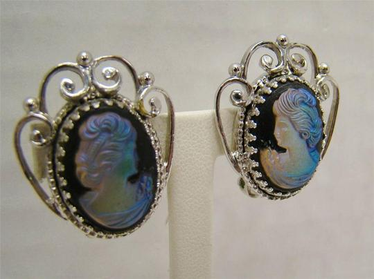 WHITING & DAVIS CO VINTAGE WHITING & DAVIS CO IRIDESCENT GLASS CAMEO EARRINGS FILIGREE SILVERTONE Image 2
