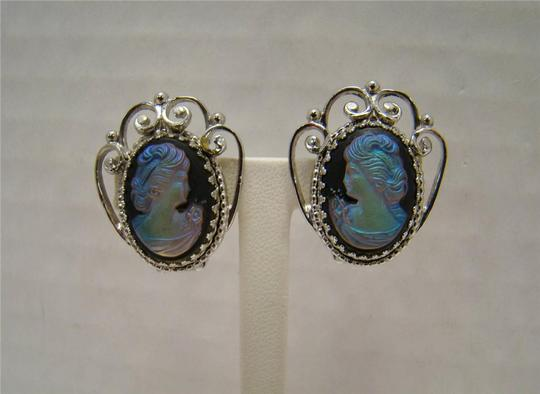 WHITING & DAVIS CO VINTAGE WHITING & DAVIS CO IRIDESCENT GLASS CAMEO EARRINGS FILIGREE SILVERTONE Image 3