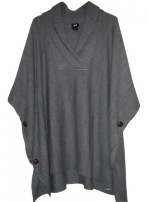 Preload https://item1.tradesy.com/images/h-and-m-gray-poncho-sweaterpullover-size-os-one-size-12985-0-0.jpg?width=400&height=650