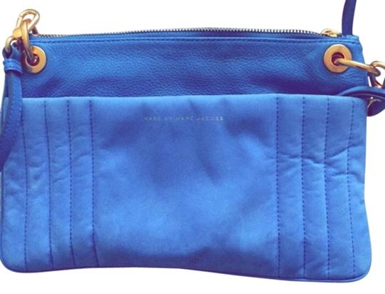 Preload https://img-static.tradesy.com/item/12985447/marc-jacobs-cobalt-blue-suede-and-leather-cross-body-bag-0-1-540-540.jpg